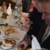 Hubert Pinggera, Bürgermeister Prad, beim Weisswurst-Essen
